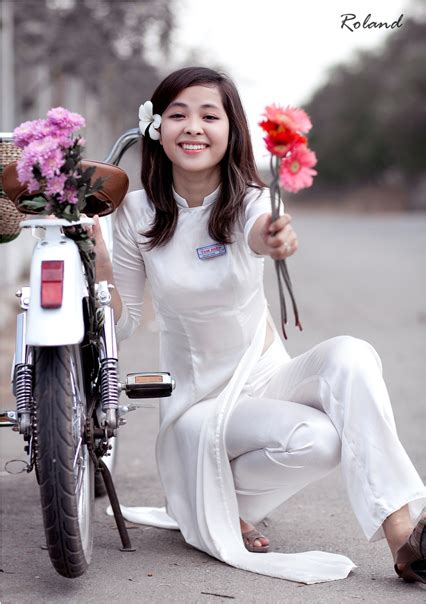 Most Vietnamese lovely girls in Ao dai - BEST TRAVEL GUIDE